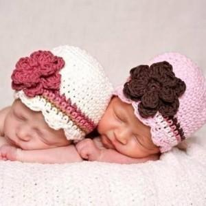 12 Gorros tejidos para recién nacidos (5)