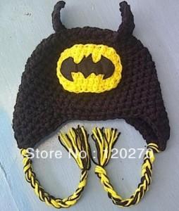 9 Divertidos gorros tejidos a crochet de batman (1)