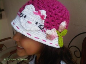 9 Bellos gorros tejidos al crochet de kitty (13)
