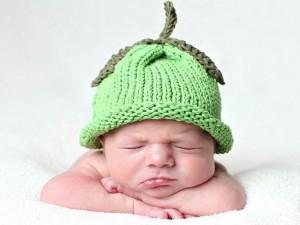 10 gorros tejidos para recién nacidos (5)